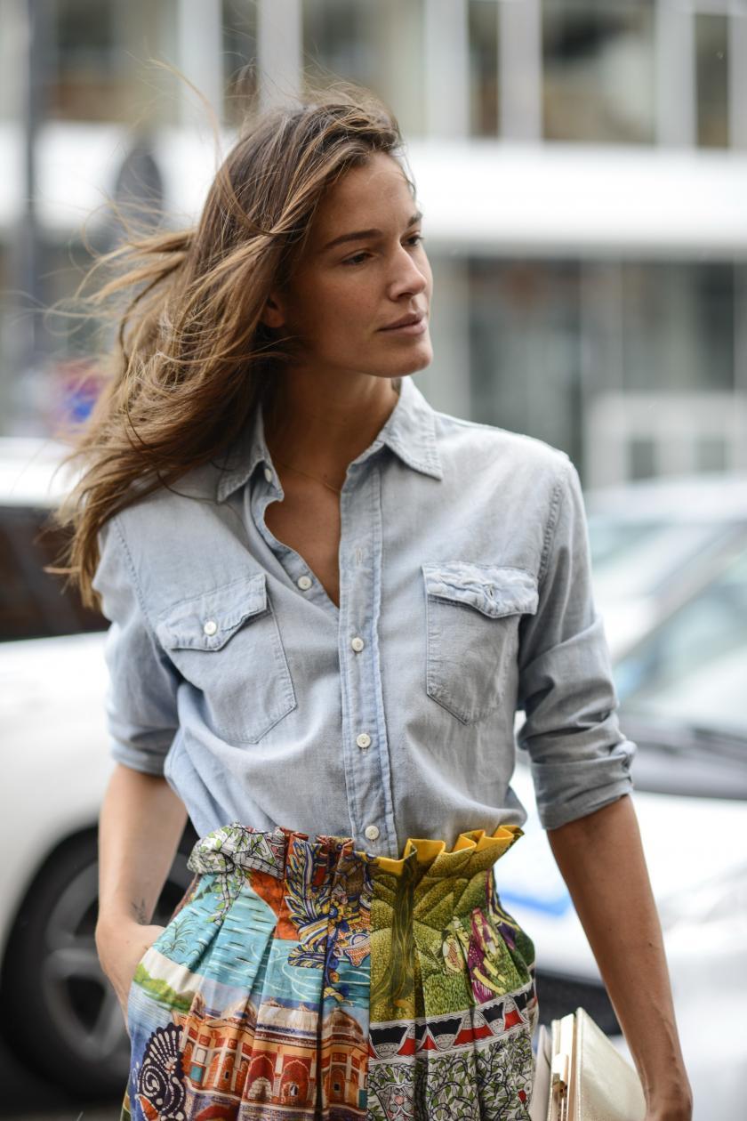 7579b61938a Этим летом джинсовая рубашка обязана быть в гардеробе каждой модницы