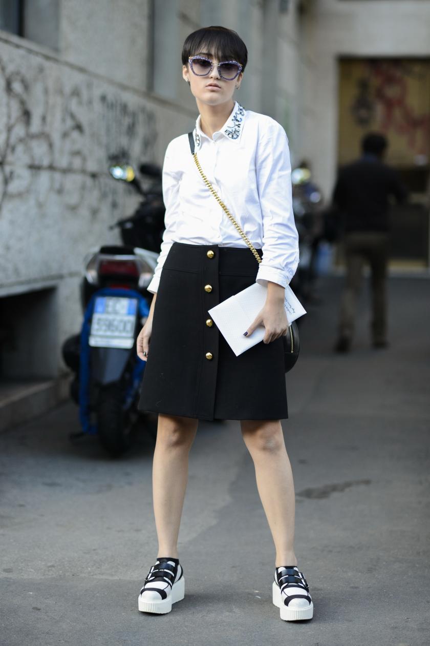по мне так лучше девушке носить юбки